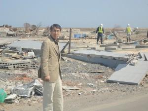 津波で破壊された家屋等のがれきの撤去作業が続く。東日本大震災の被災地に入る(5/24 宮城県・七ヶ浜町)
